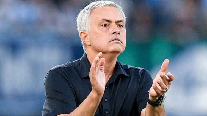 Jose Mourinho : Kami Kalah, Tapi Fans Berada di Belakang Kami